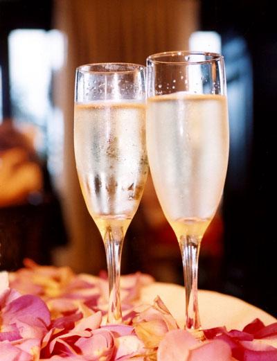 lm-champagne-glasses